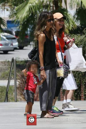 Halle Berry - Halle Berry and kid go to the mall shopping in Beverly Hills - Beverly Hills, California, United...