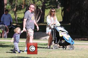 Tom Arnold, Jax Arnold , Ashley Groussman - Tom Arnold and his family enjoy the day at Coldwater Canyon Park...