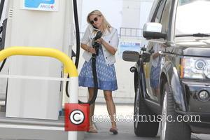 Reese Witherspoon - Reese Witherspoon out filling up with gas in Brentwood - Los Angeles, California, United States - Monday...