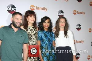 Guillermo Díaz, Bellamy Young, Kerry Washington and Katie Lowes