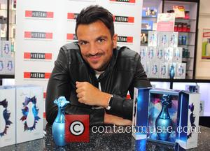 Peter Andre - Peter Andre meets fans and promotes his latest fragrance Breeze at The Perfume Shop at Catcliffe Retail...
