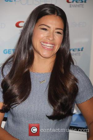 Gina Rodriguez Shows Off Rap Skills At Teen Choice Awards