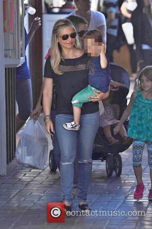Sarah Michelle Gellar , Rocky James Prinze - Sarah Michelle Gellar out to lunch with a family - Los Angeles,...