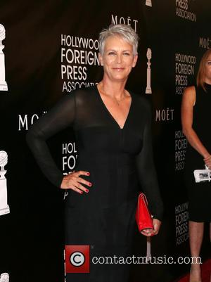 See Jamie Lee Curtis Recreate Famous 'Psycho' Shower Scene For 'Scream Queens'