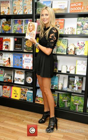 Stephanie Pratt - Stephanie Pratt signs copies of her new book 'Made In Reality' at Waterstones at Bluewater Shopping Centre...