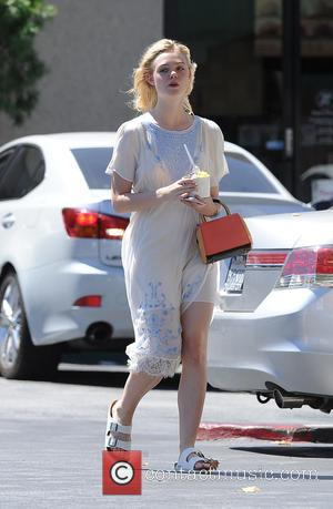 Elle Fanning - Elle Fanning gets take away food from Pinkberry on a very hot day - Los Angeles, California,...