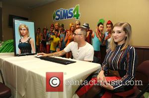Willow Shields - Willow Shields helps create her Sim in The Sims 4 backstage area at the Teen Choice Awards...