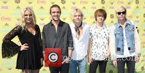 Rydel Lynch, Rocky Lynch, Ross Lynch, Ellington Ratliff, Riker Lynch and R5