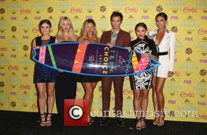 Ashley Benson, Lucy Hale, Vanessa Ray, Ian Harding, Janel Parrish and Shay Mitchell