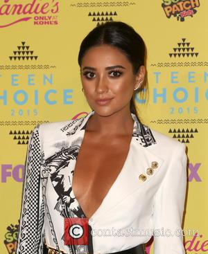 Shay Mitchell - Teen Choice Awards 2015 - Press Room at Galen Center - Los Angeles, California, United States -...