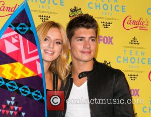 Bella Thorne , Gregg Sulkin - Teen Choice Awards 2015  at USC Galen Center - Press Room at USC...
