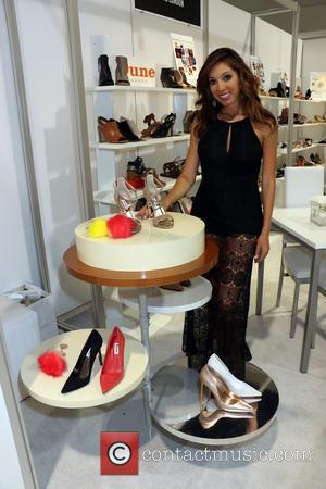 Farrah Abraham - Farrah Abraham checks out merchandise during Magic Convention at the Las Vegas Convention Center - Las Vegas,...