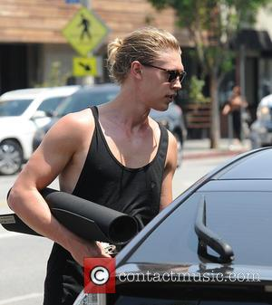 Austin Butler - Austin Butler finishes a yoga class at his girlfriends, Vanessa Hudgens', gym - Los Angeles, California, United...