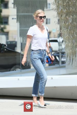 January Jones - January Jones seen leaving a hair salon - Los Angeles, California, United States - Wednesday 19th August...