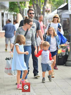 Ben Affleck, Samuel Affleck, Seraphina Affleck , Violet Affleck - Ben Affleck, seen wearing his wedding ring, takes his children...