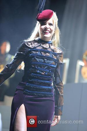 "Paloma Faith Apologises After Greeting Gibraltar Crowd With ""Hola Espana"""