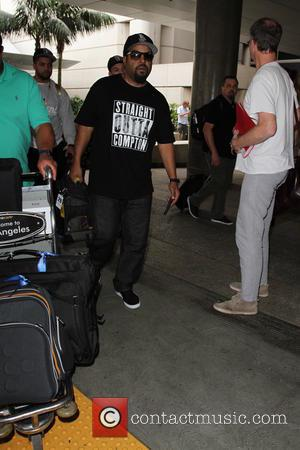 Ice Cube - Ice Cube arrives at Los Angeles International Airport (LAX) - Los Angeles, California, United States - Tuesday...