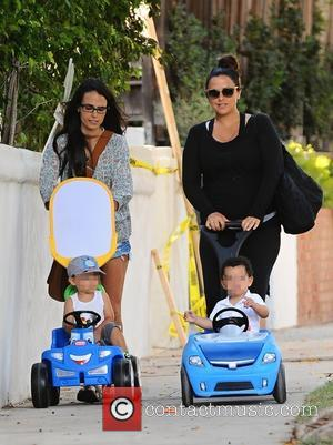 Jordana Brewster, Isabella Brewster , Julian Form-Brewster - Jordana Brewster and her sister Isabella Brewster out with their children in...