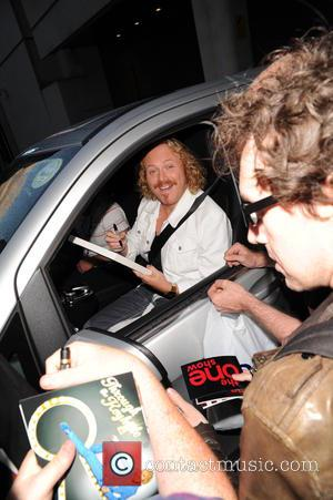 Leigh Francis - Leigh Francis seen leaving and signing autographs for fans at the One show - London, United Kingdom...