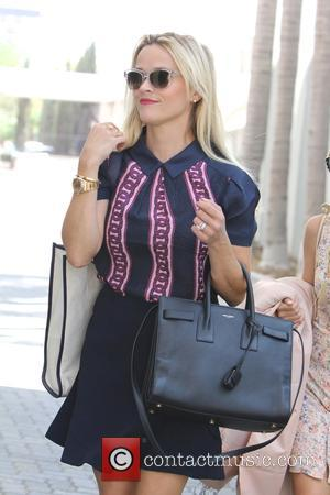 Reese Witherspoon - Reese Witherspoon leaving an office building in Beverly Hills - Los Angeles, California, United States - Friday...