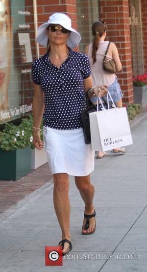 Lori Loughlin - 'Full House' actress Lori Loughlin picks up a Frank & Eileen 'Barry' shirt at Jill Roberts boutique...