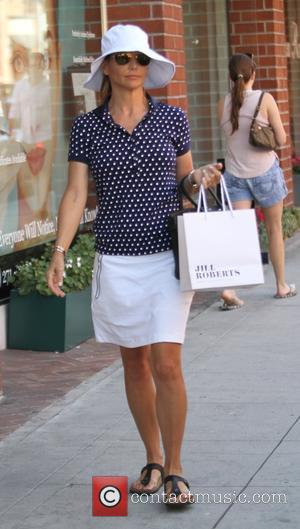 Lori Loughlin - 'Full House' actress Lori Loughlin picks up a Frank & Eileen 'Barry' shirt at Jill Roberts boutique...