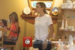 Jennifer Garner , Seraphina Affleck - Jennifer Garner spends the day with her daughter in Brentwood - Los Angeles, California,...
