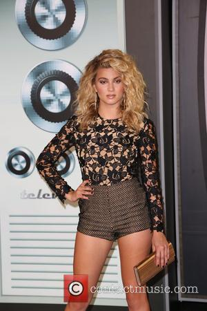 Tori Kelly - 2015 MTV Video Music Awards (VMA's) at the Microsoft Theater - Arrivals at Microsoft Theater - Los...