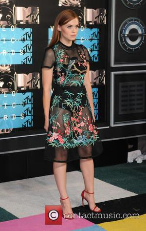 Holland Roden - 2015 MTV Video Music Awards (VMA's) at the Microsoft Theater - Arrivals - Los Angeles, California, United...