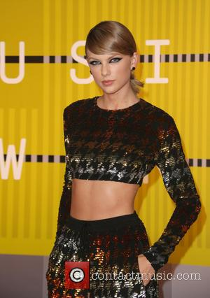 Taylor Swift Makes Triumphant Return To The Stage At U.s. Grand Prix