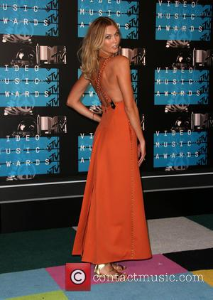 Karlie Kloss - 2015 MTV Video Music Awards (VMA's) at the Microsoft Theater - Arrivals at The Microsoft Theater at...