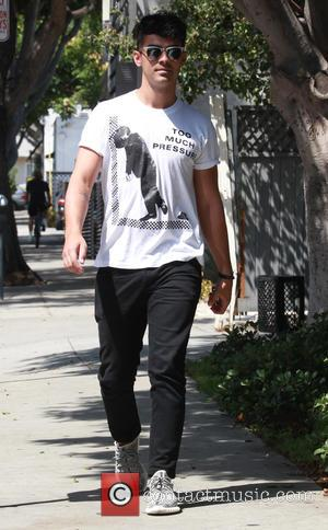 Joe Jonas - Joe Jonas out in West Hollywood - Los Angeles, California, United States - Monday 31st August 2015