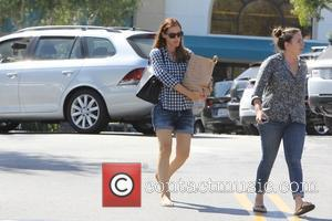 Jennifer Garner - Jennifer Garner leaving Gelsons supermarket in Brentwood - Los Angeles, California, United States - Monday 31st August...