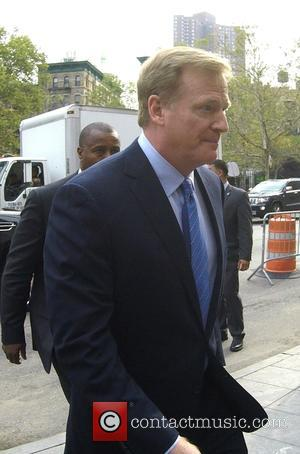 Roger Goodell - Tom Brady and Roger Goodell entering court in New York - Manhattan, New York, United States -...