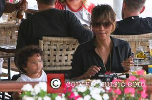 Halle Berry , Maceo Martinez - Halle Berry takes her children out for lunch in West Hollywood - Los Angeles,...