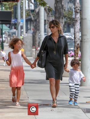 Halle Berry, Nahla Aubry , Maceo Martinez - Halle Berry takes her children out for lunch in West Hollywood -...