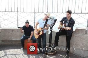 Dustin Lynch - Dustin Lynch at the Empire State Building - NYC, New York, United States - Wednesday 2nd September...