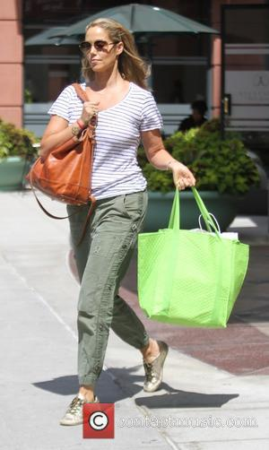 Elizabeth Berkley - Elizabeth Berkley goes shopping in Beverly Hills - Los Angeles, California, United States - Wednesday 2nd September...