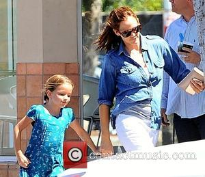 Jennifer Garner - Jennifer Garner takes her daughter out for some ice cream - Los Angeles, California, United States -...