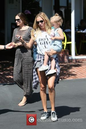 Petra Ecclestone - Tamara and Petra Ecclestone have lunch together at Fred Segal with their daughters and Tamara's husband Jay...
