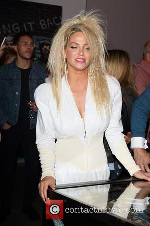 Sarah Harding - Walkers Bring it Back Launch at Vinopolis at Vinopolis - London, United Kingdom - Thursday 3rd September...