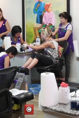 Julianne Hough - Julianne Hough treats herself to a manicure and pedicure with a friend in Beverly Hills - Beverly...
