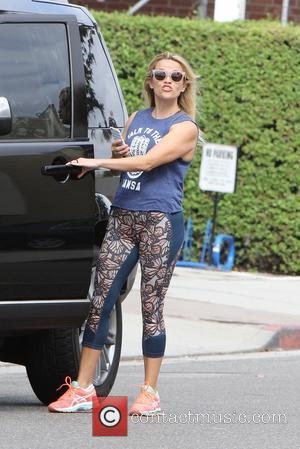 Reese Witherspoon - Reese Witherspoon out shopping in Brentwood - Los Angeles, California, United States - Friday 4th September 2015