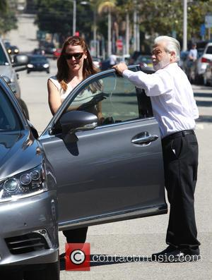 Jennifer Garner - Jennifer Garner returns to her car after taking her children to the Church in Pacific Palisades -...
