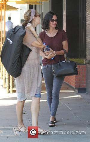 Courteney Cox - Courteney Cox has lunch at the South Beverly Grill with friends in Beverly Hills - Los Angeles,...