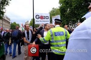 Atmosphere - Supporters and opposers of Netanyahu clash outside downing st - London, United Kingdom - Wednesday 9th September 2015