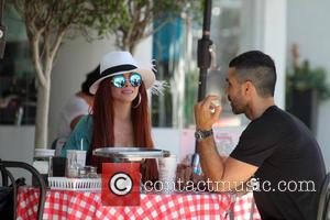 Phoebe Price , Ojani Noa - Phoebe Price has lunch at Mulberry Street Pizza with her on-again off-again boyfriend Ojani...