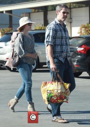 Amy Adams , Darren Le Gallo - Amy Adams has her hands full carrying daughter Aviana and giving her a...