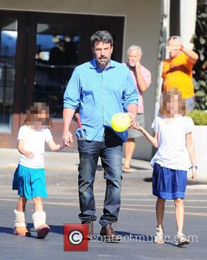 Ben Affleck, Seraphina Affleck , Violet Affleck - Ben Affleck and Jennifer Garner take their three children to the Farmer's...