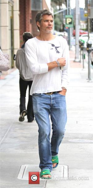 Timothy Olyphant - Grey haired Timothy Olyphant goes shopping in Beverly Hills sporting a grey stubble - Los Angeles, California,...